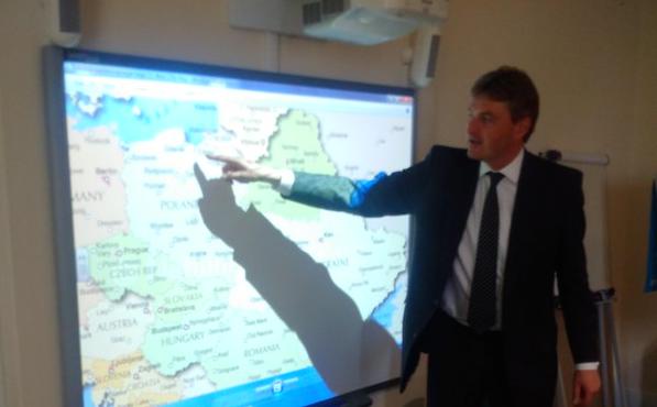 Daniel Kawczyński wykłada o Polsce na Royal College of DefenceStudies