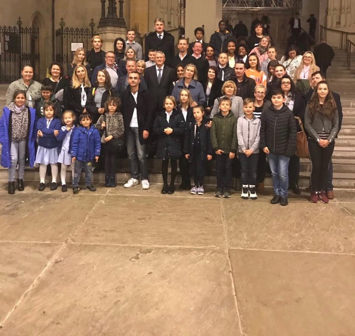 Daniel welcomes a group of Polish Citizens to Parliament